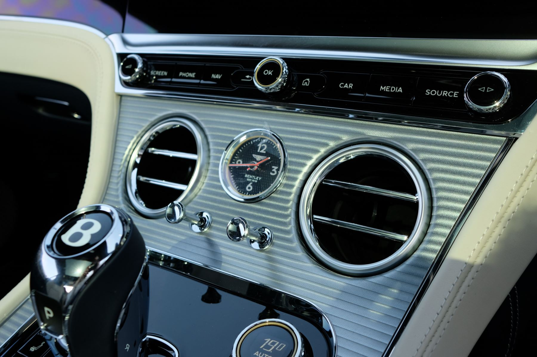 Bentley Continental GT 4.0 V8 Mulliner Edition 2dr Auto - City Specification - Panoramic Glass Roof image 21