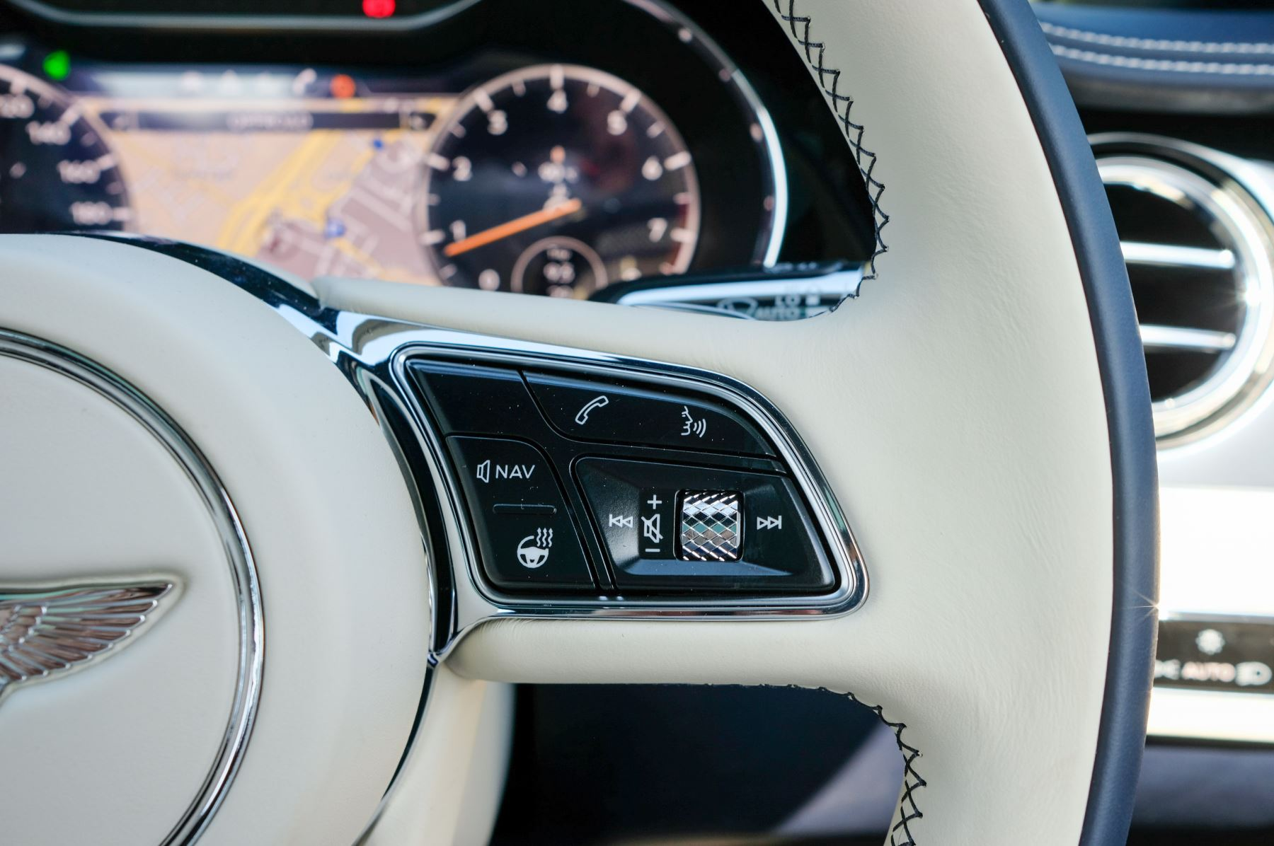 Bentley Continental GT 4.0 V8 Mulliner Edition 2dr Auto - City Specification - Panoramic Glass Roof image 24