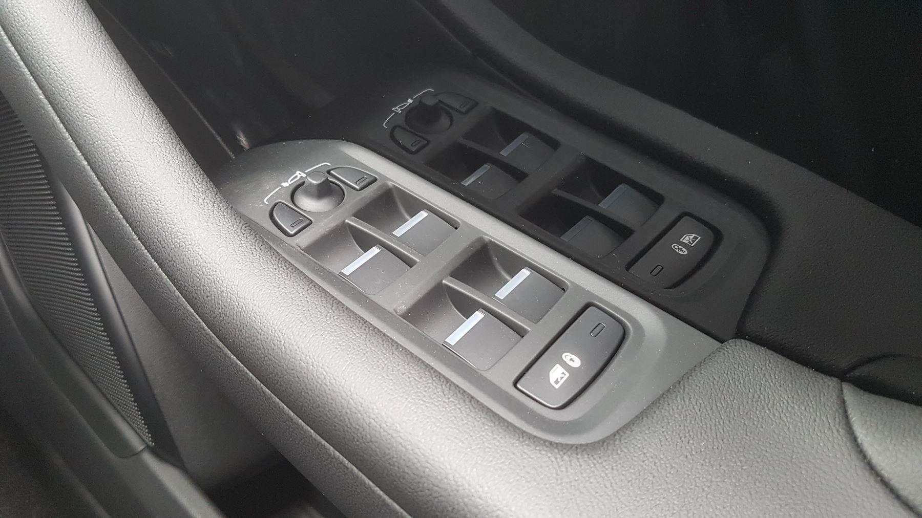 Jaguar I-PACE 294kW EV400 SE 90kWh [11kW Charger] image 19