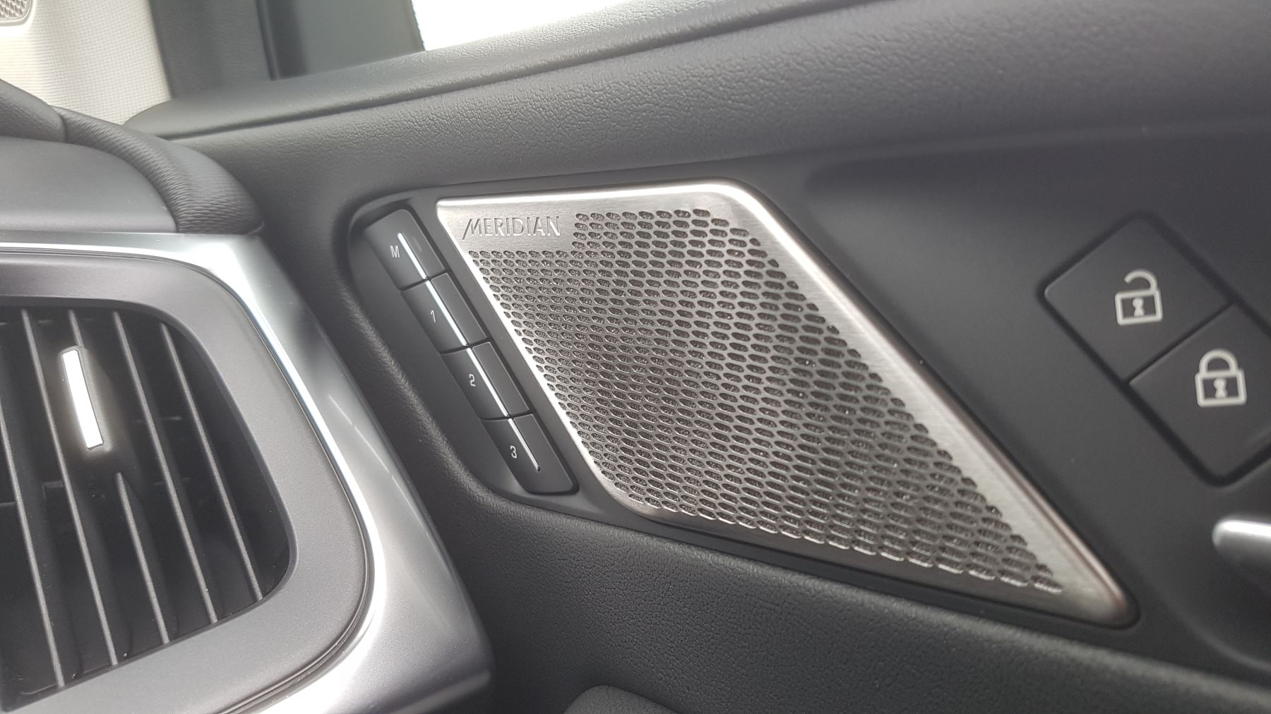 Jaguar I-PACE 294kW EV400 SE 90kWh [11kW Charger] image 17