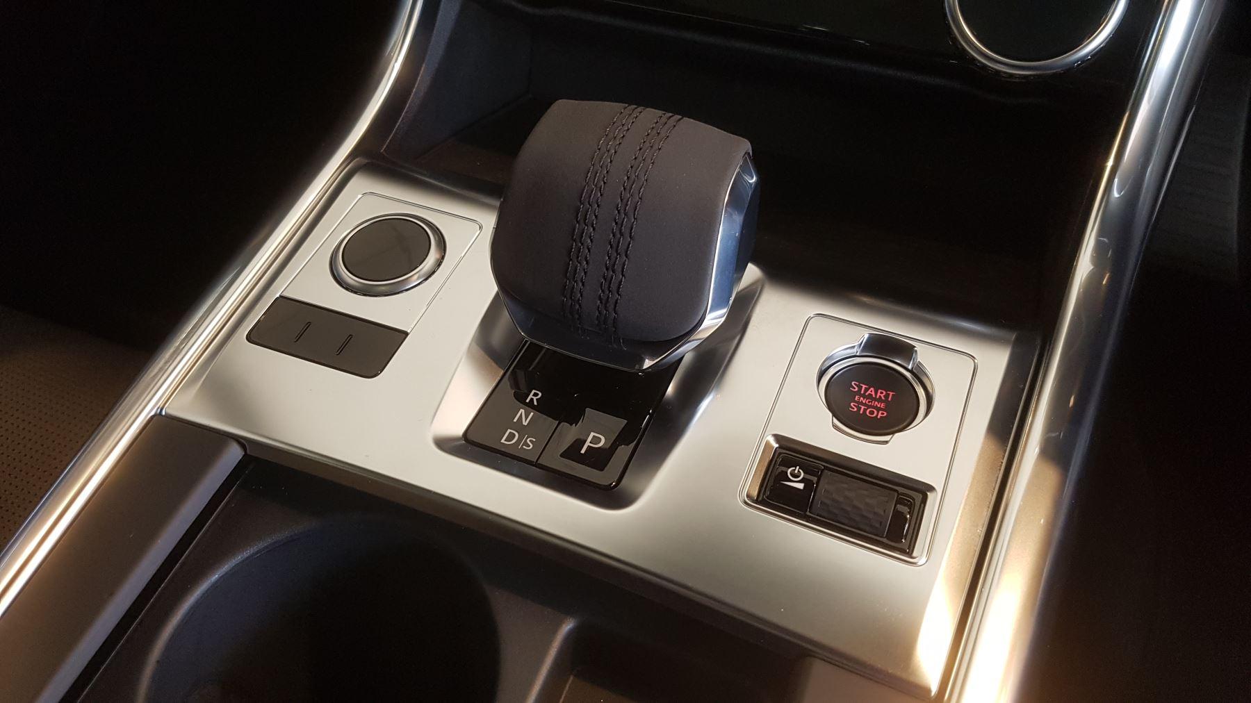 Jaguar XF Sportbrake 2.0 P250 R-Dynamic SE image 7
