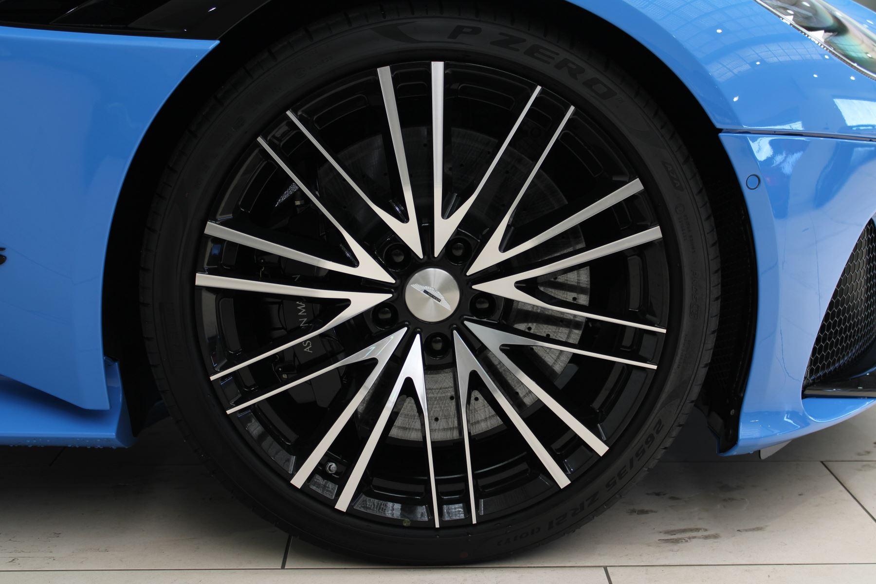 Aston Martin DBS V12 Superleggera Touchtronic Special Ceramic Blue - B&O image 10