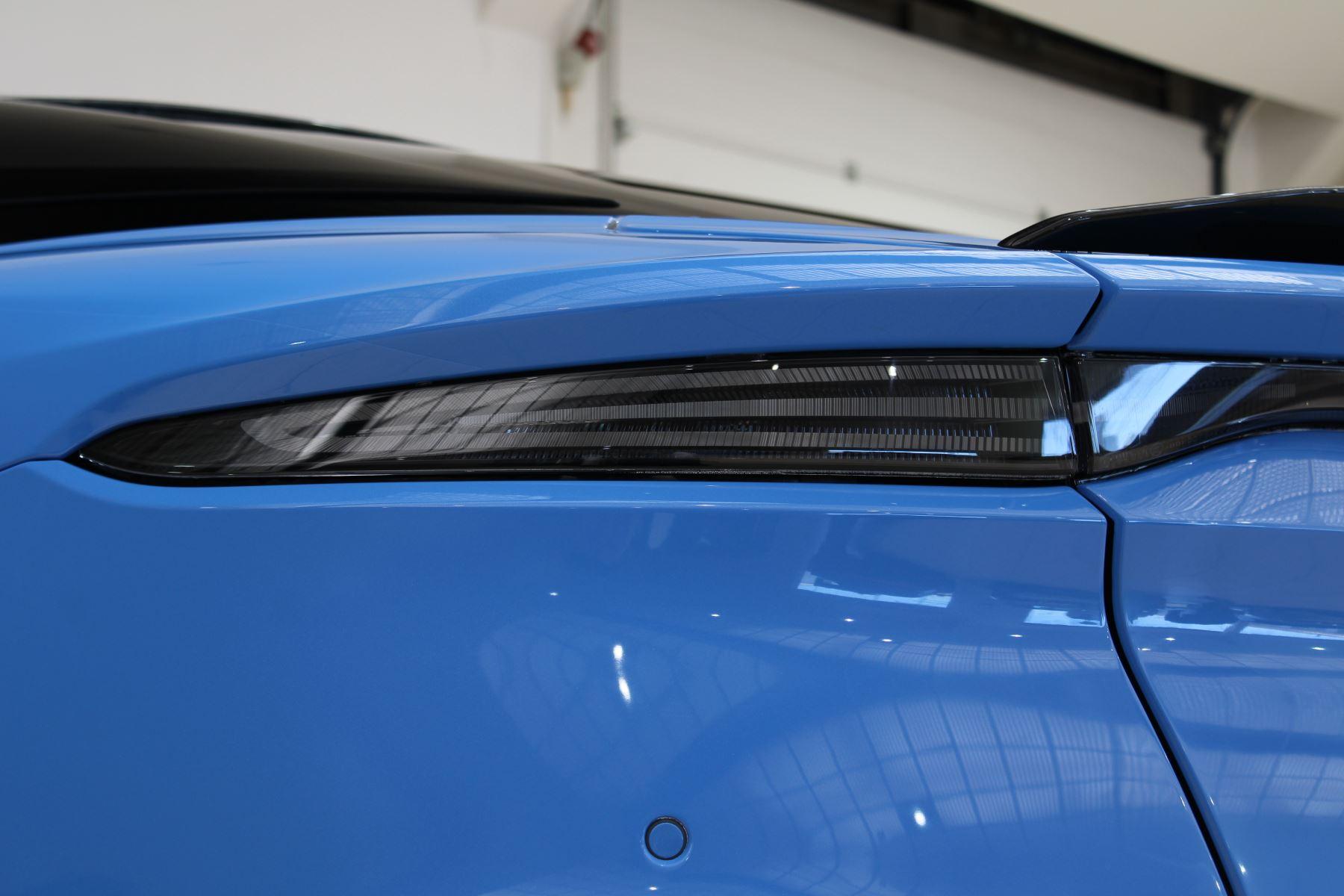Aston Martin DBS V12 Superleggera Touchtronic Special Ceramic Blue - B&O image 17