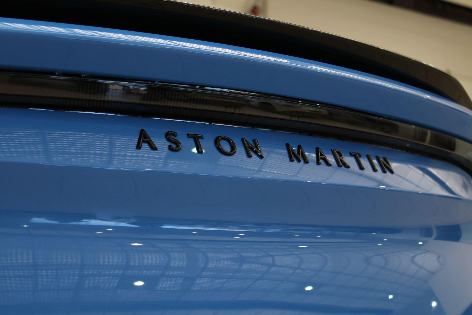 Aston Martin DBS V12 Superleggera Touchtronic Special Ceramic Blue - B&O image 18