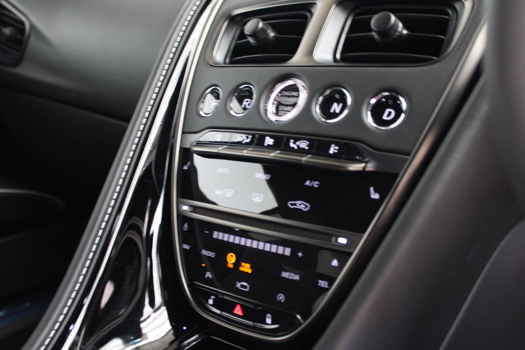 Aston Martin DBS V12 Superleggera Touchtronic Special Ceramic Blue - B&O image 20
