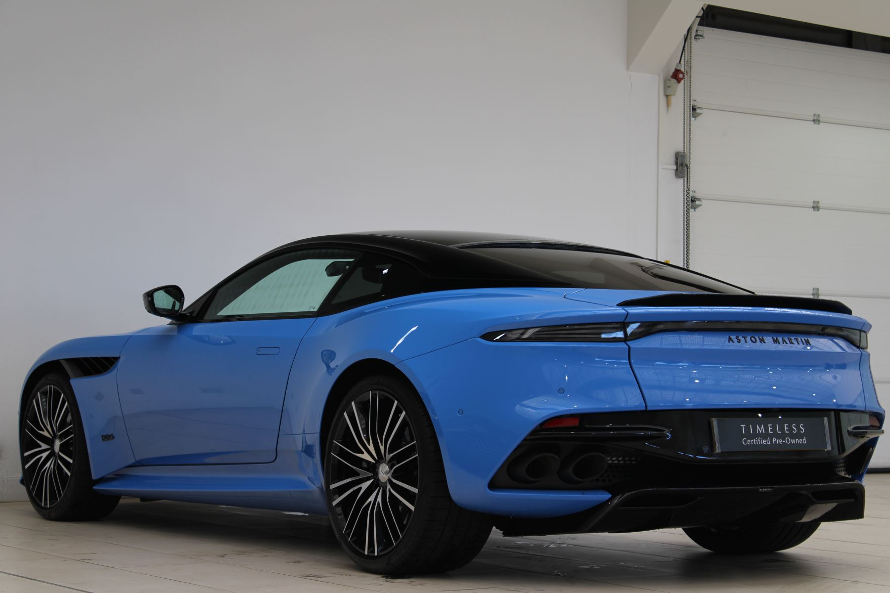 Aston Martin DBS V12 Superleggera Touchtronic Special Ceramic Blue - B&O image 9