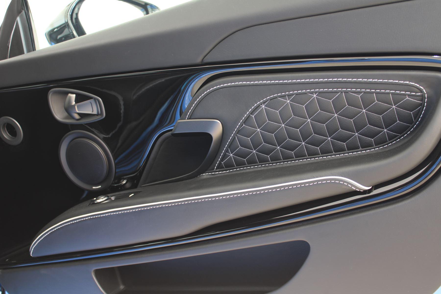 Aston Martin DBS V12 Superleggera Touchtronic Special Ceramic Blue - B&O image 24
