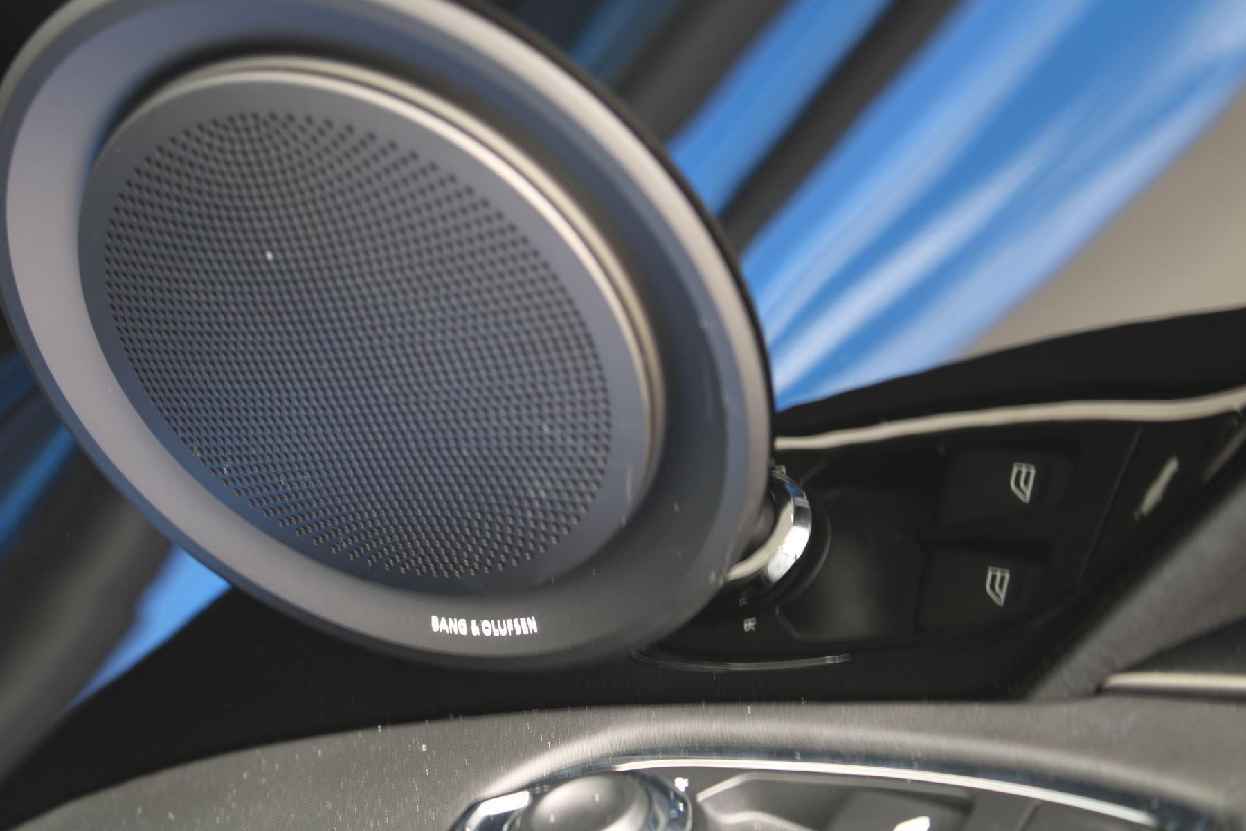 Aston Martin DBS V12 Superleggera Touchtronic Special Ceramic Blue - B&O image 22