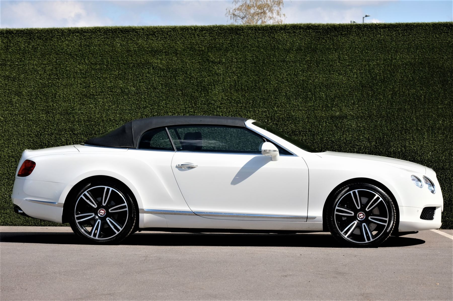 Bentley Continental GTC 4.0 V8 - Sports and Colour Specification image 3