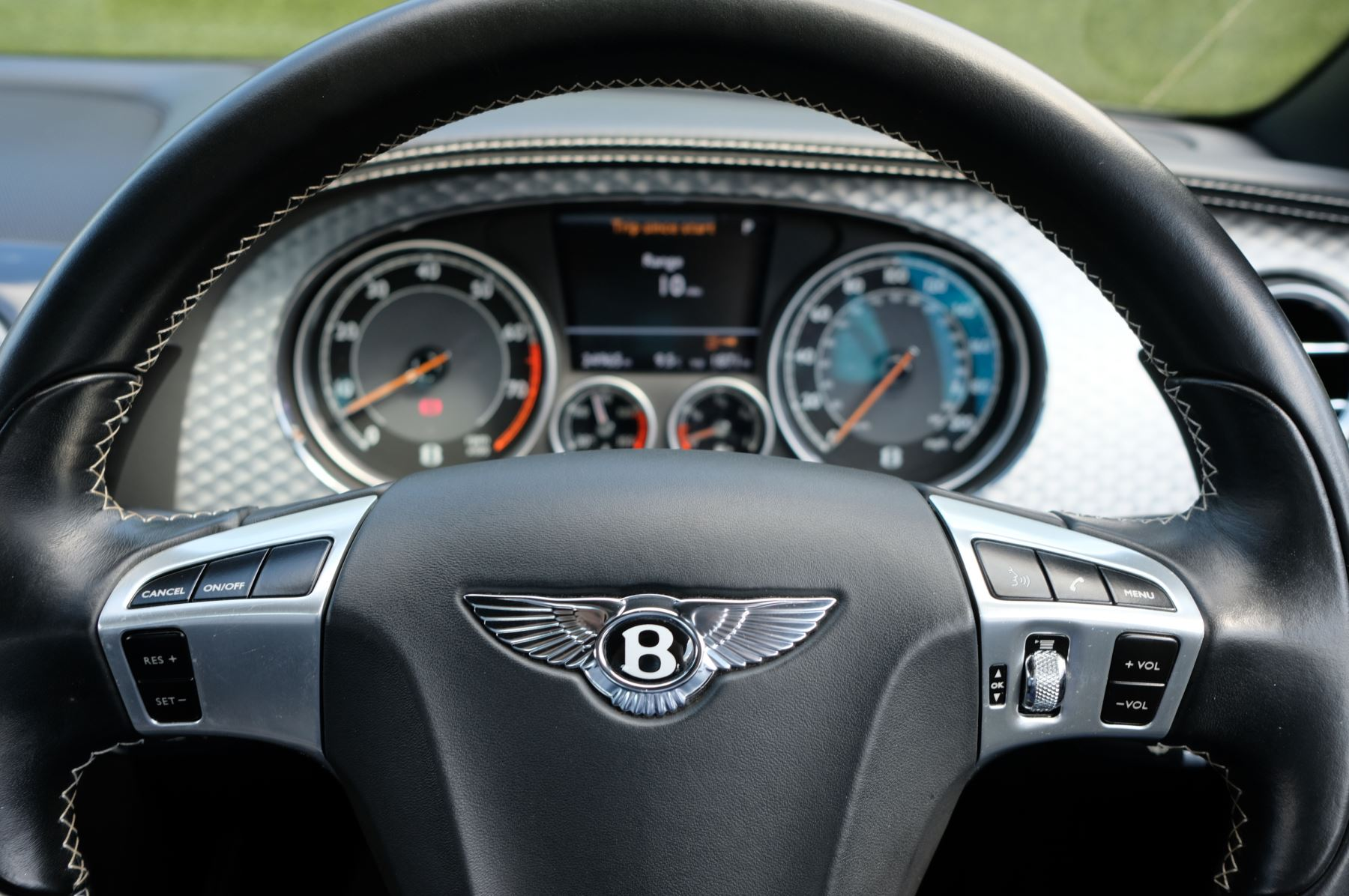 Bentley Continental GTC 4.0 V8 - Sports and Colour Specification image 14