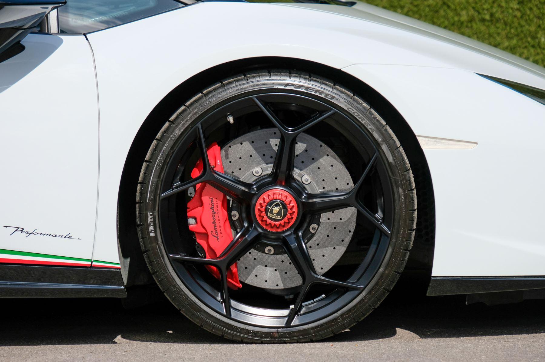 Lamborghini Huracan Performante Spyder 5.2 V10 AWD image 9
