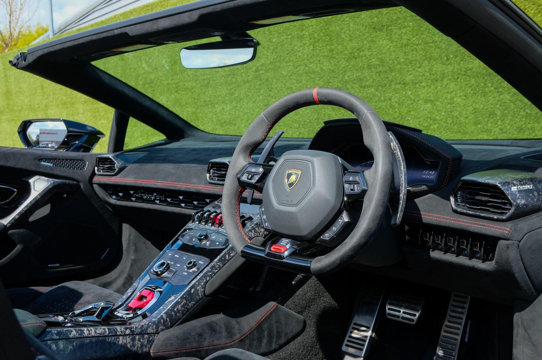 Lamborghini Huracan Performante Spyder 5.2 V10 AWD image 12