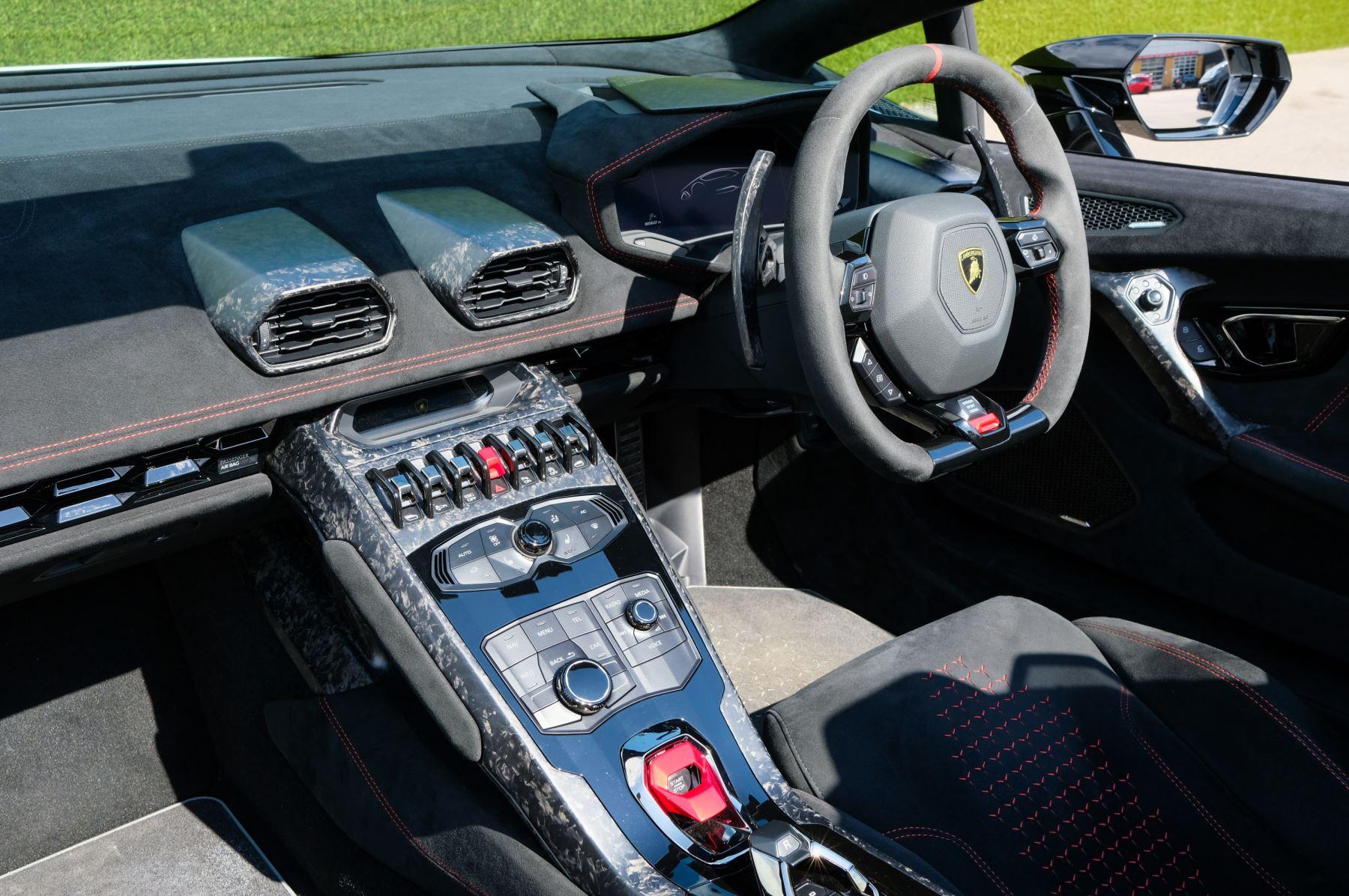 Lamborghini Huracan Performante Spyder 5.2 V10 AWD image 7
