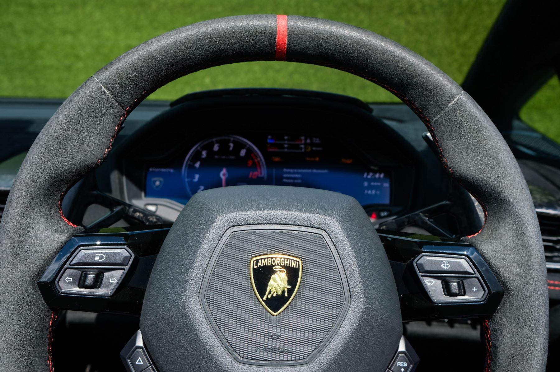Lamborghini Huracan Performante Spyder 5.2 V10 AWD image 15