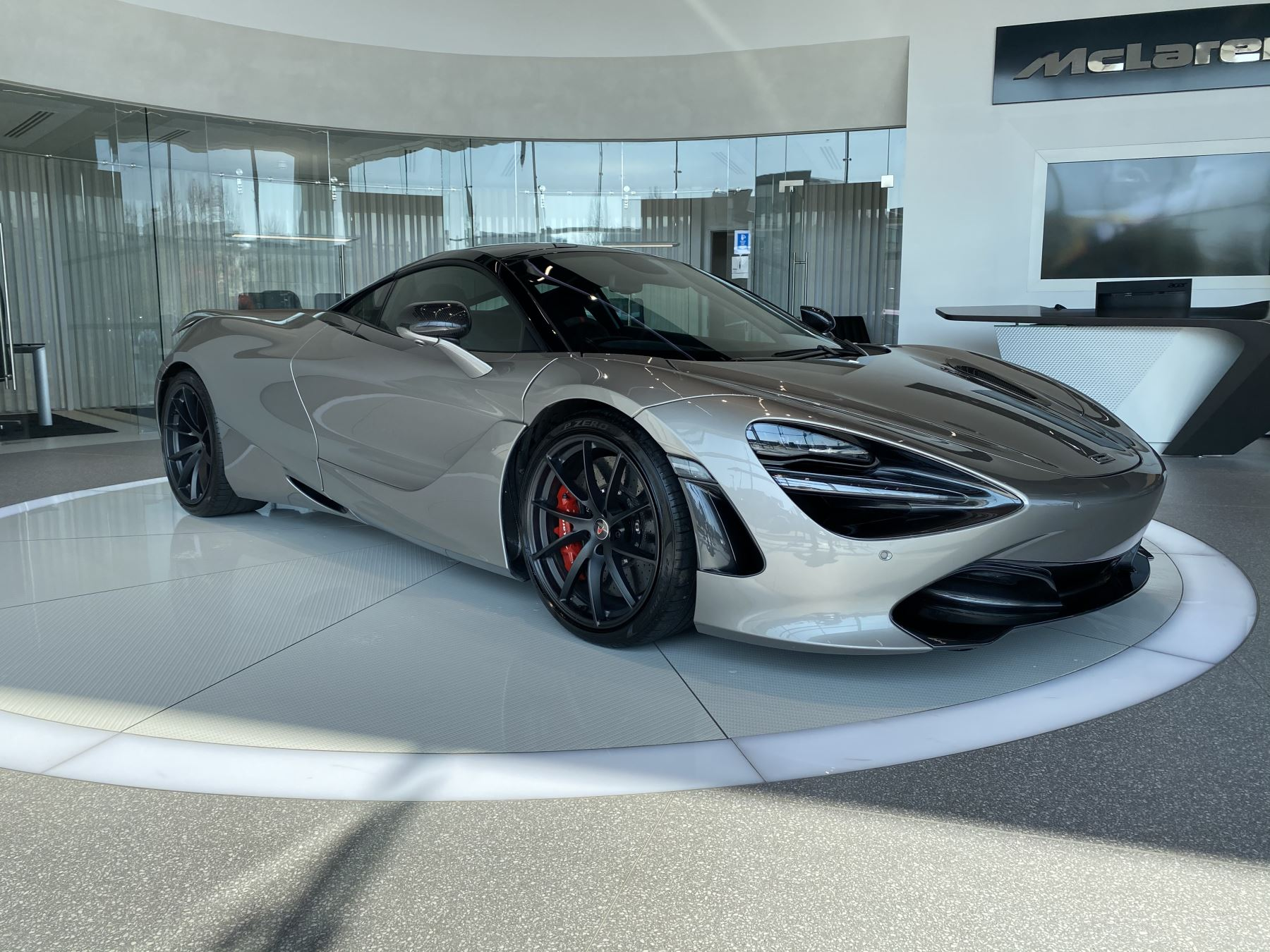 McLaren 720S 4.V8 2 DR PERFORMANCE 4.0 Automatic 2 door Coupe (2019) image