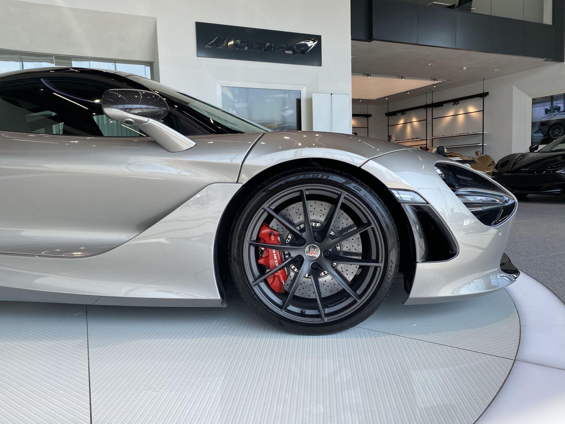 McLaren 720S 4.V8 2 DR PERFORMANCE image 2