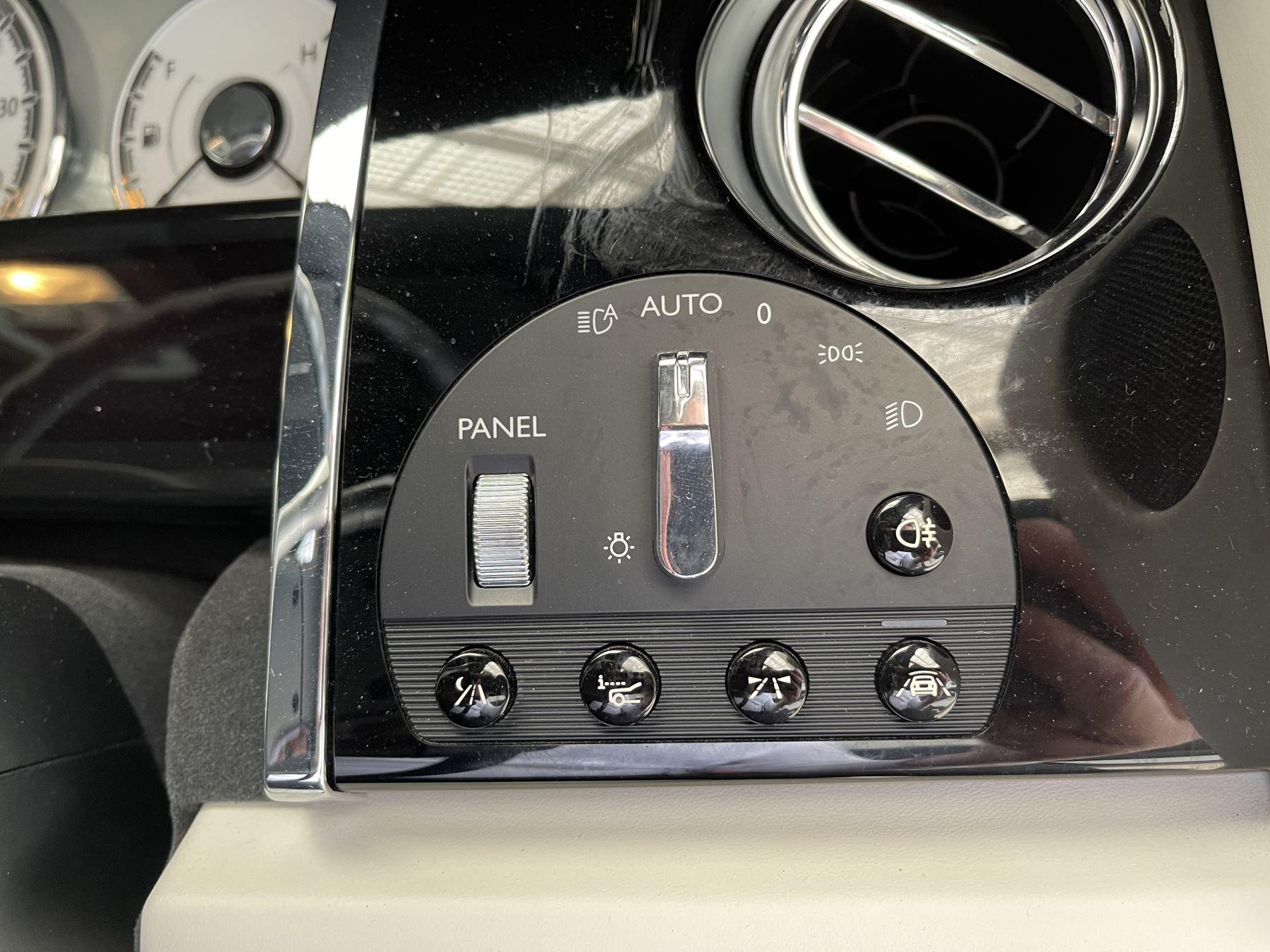 Rolls-Royce Dawn 2dr Auto image 25