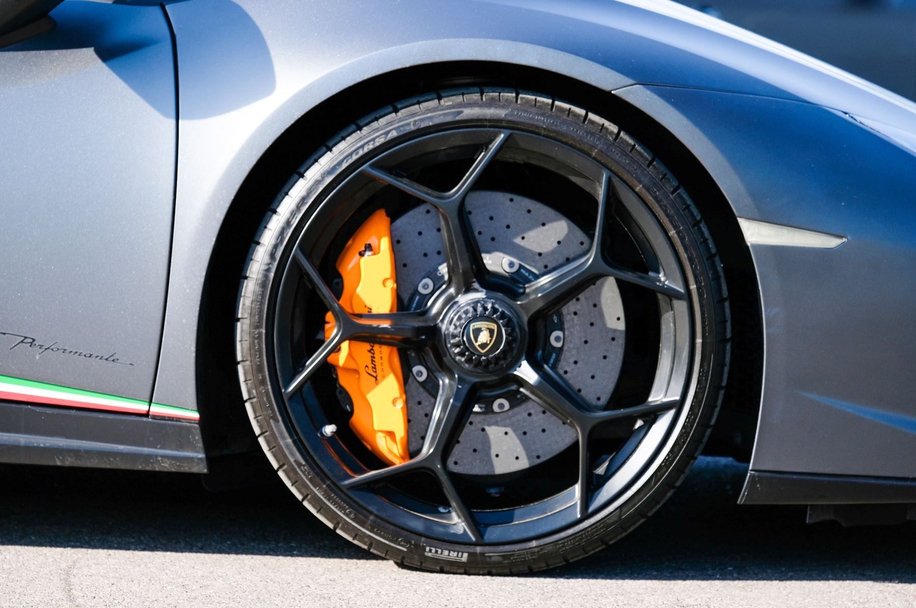 Lamborghini Huracan Performante LP 640-4 2dr LDF - Carbon Ceramic Brakes - Carbon Fiber Features - Comfort Seats image 9