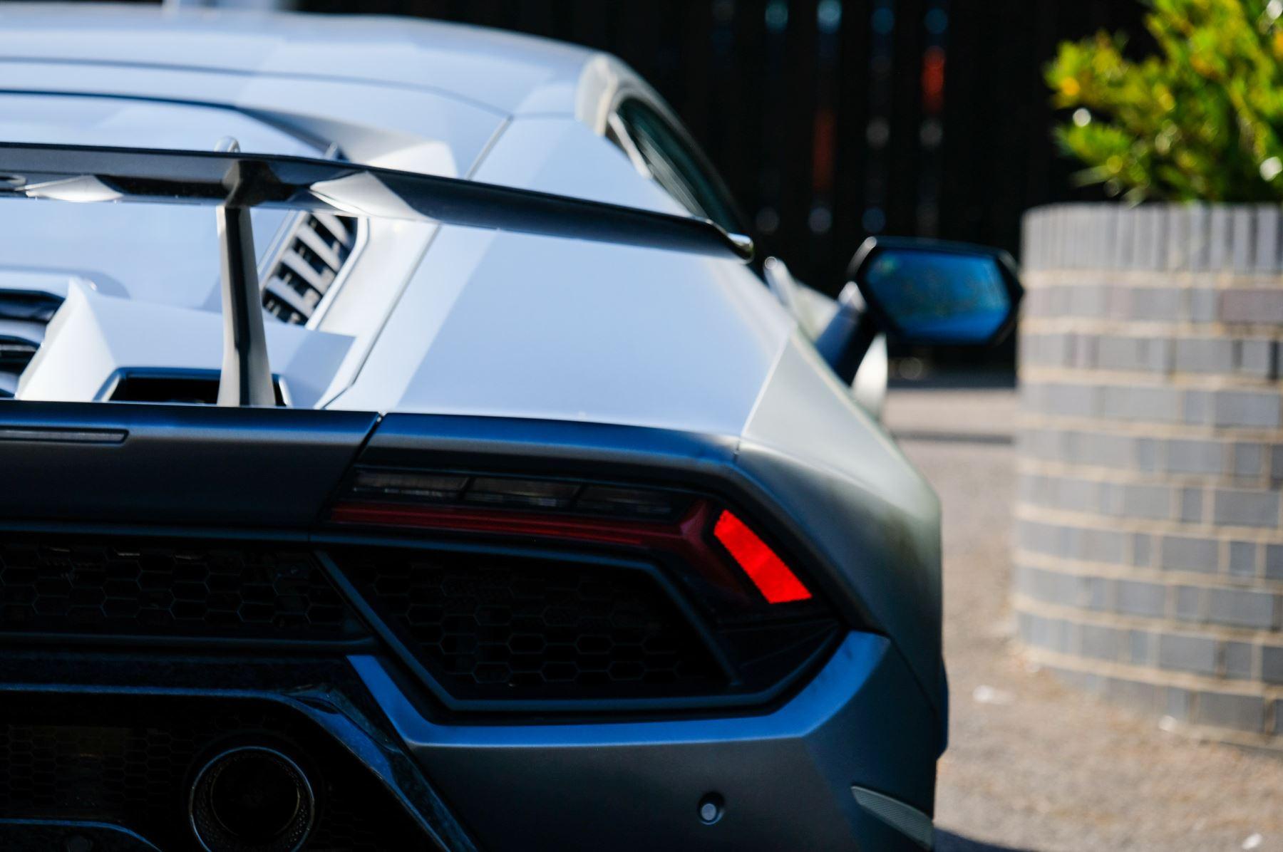 Lamborghini Huracan Performante LP 640-4 2dr LDF - Carbon Ceramic Brakes - Carbon Fiber Features - Comfort Seats image 11