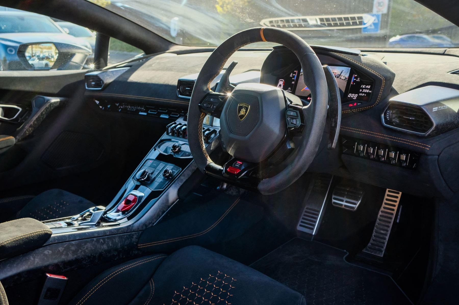 Lamborghini Huracan Performante LP 640-4 2dr LDF - Carbon Ceramic Brakes - Carbon Fiber Features - Comfort Seats image 12