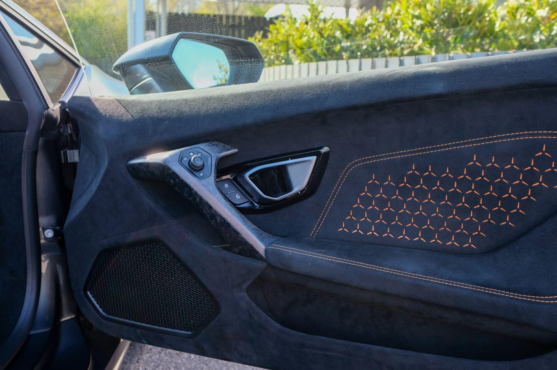 Lamborghini Huracan Performante LP 640-4 2dr LDF - Carbon Ceramic Brakes - Carbon Fiber Features - Comfort Seats image 13