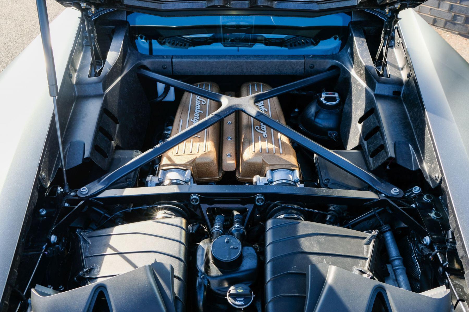 Lamborghini Huracan Performante LP 640-4 2dr LDF - Carbon Ceramic Brakes - Carbon Fiber Features - Comfort Seats image 8