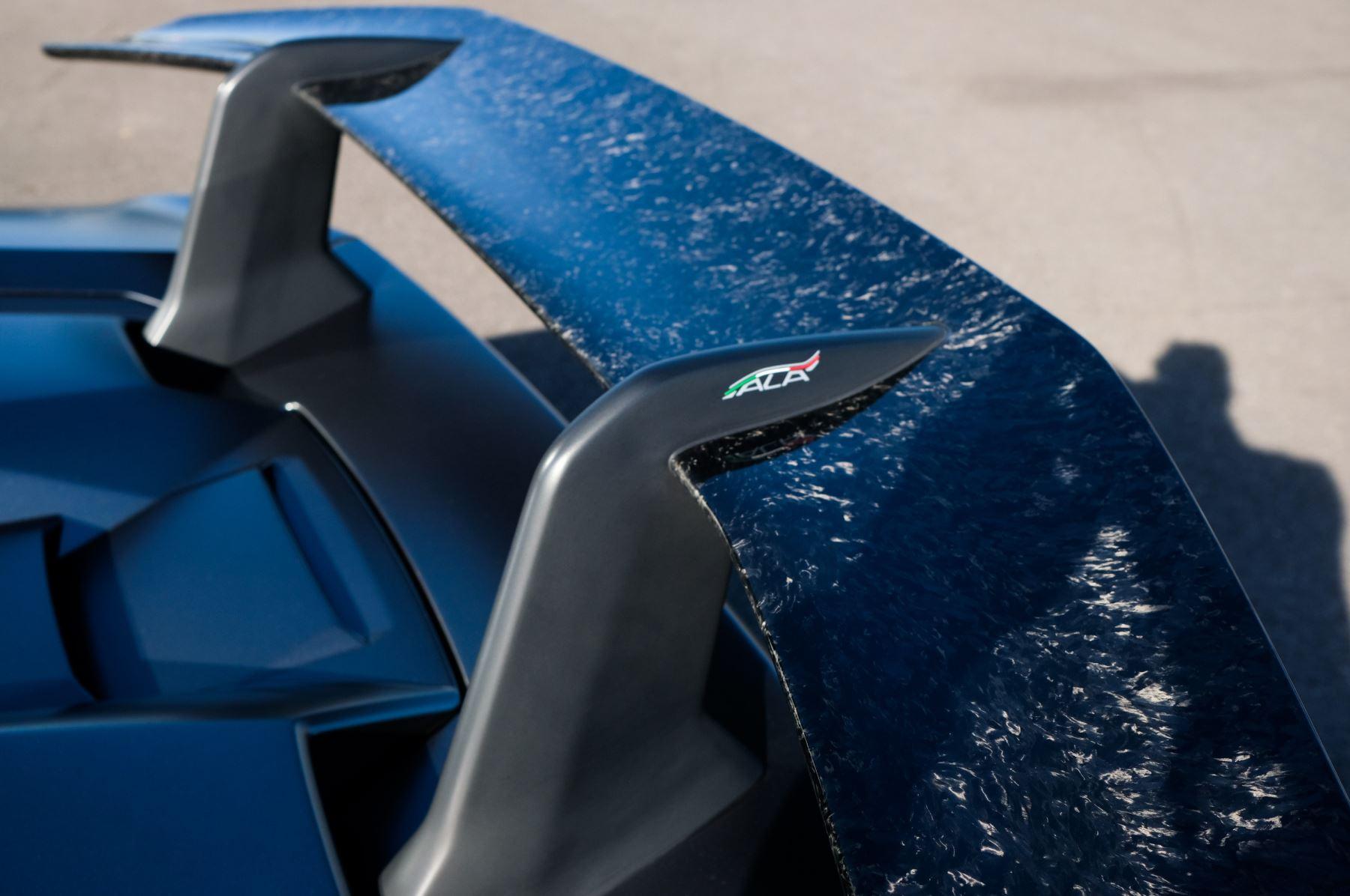 Lamborghini Huracan Performante LP 640-4 2dr LDF - Carbon Ceramic Brakes - Carbon Fiber Features - Comfort Seats image 14