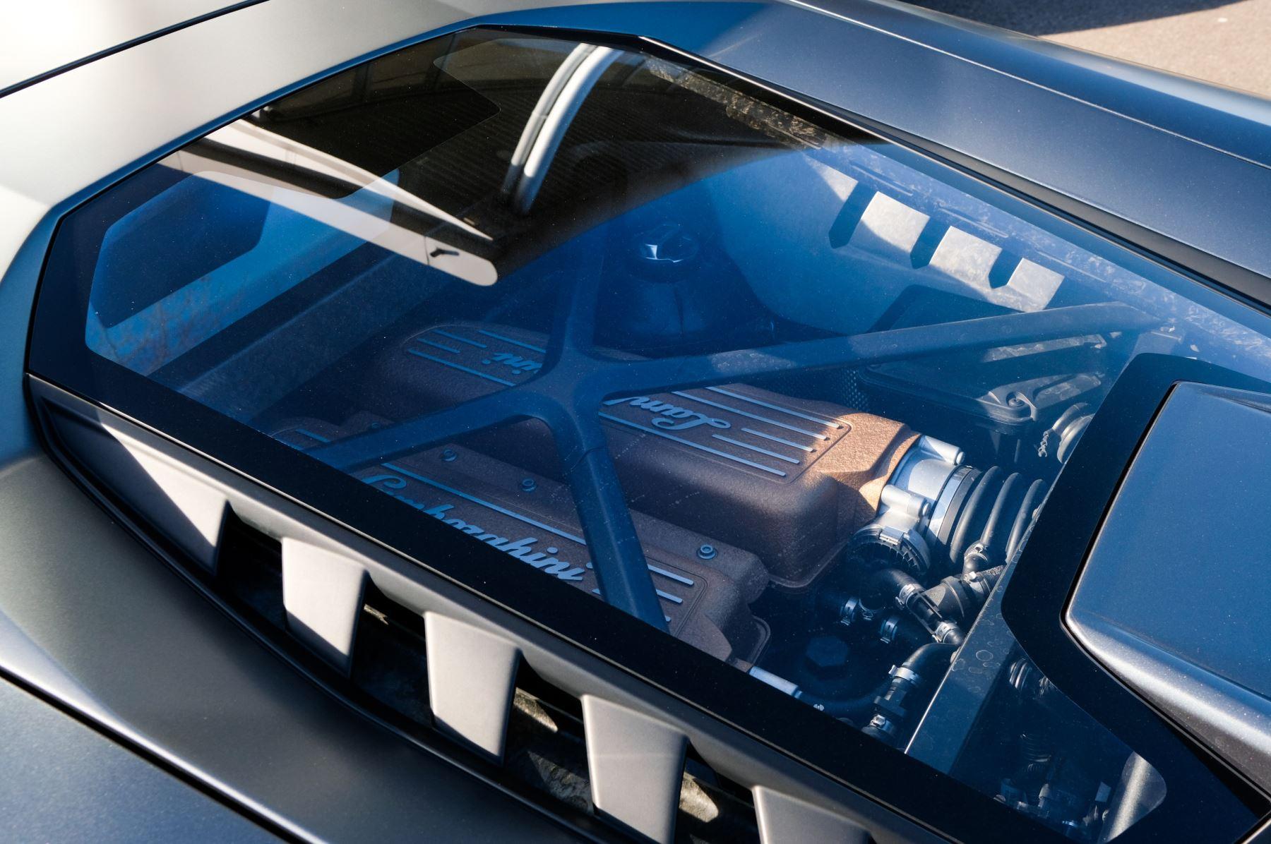 Lamborghini Huracan Performante LP 640-4 2dr LDF - Carbon Ceramic Brakes - Carbon Fiber Features - Comfort Seats image 15