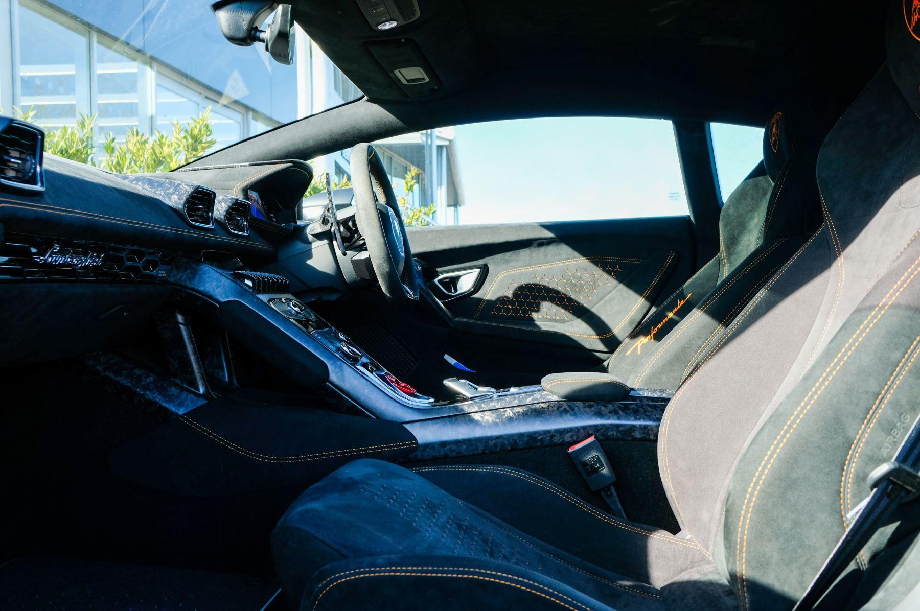 Lamborghini Huracan Performante LP 640-4 2dr LDF - Carbon Ceramic Brakes - Carbon Fiber Features - Comfort Seats image 6