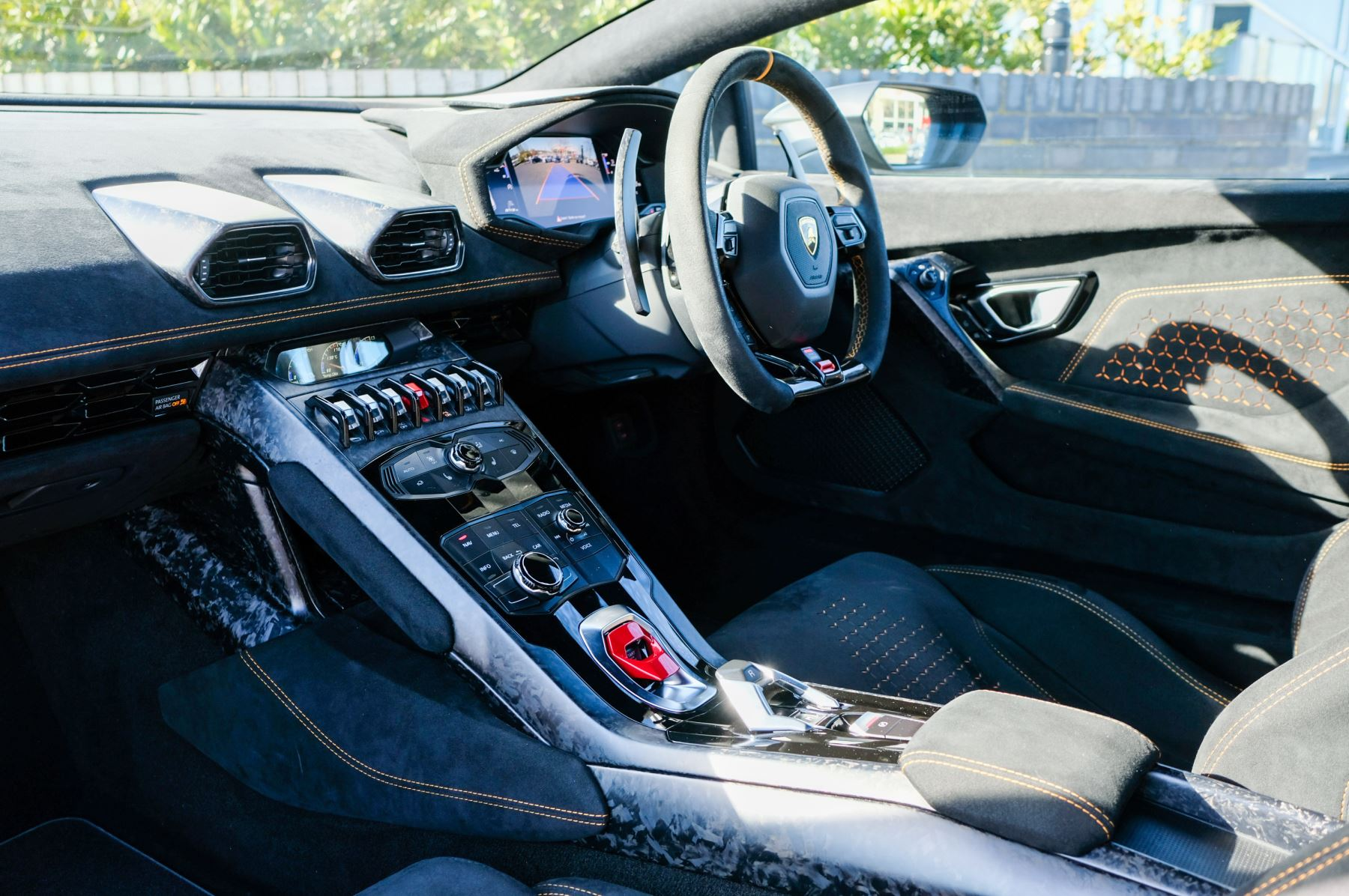 Lamborghini Huracan Performante LP 640-4 2dr LDF - Carbon Ceramic Brakes - Carbon Fiber Features - Comfort Seats image 7