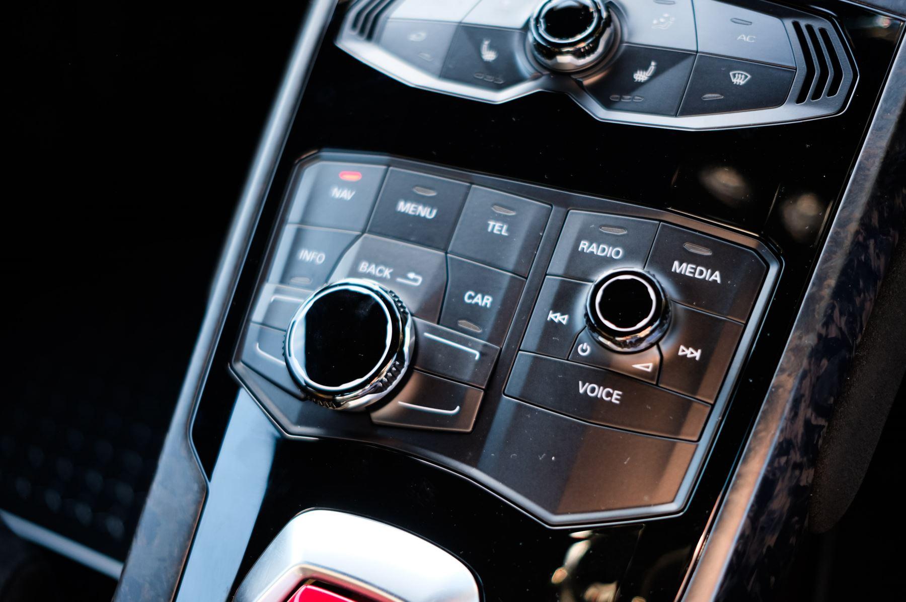 Lamborghini Huracan Performante LP 640-4 2dr LDF - Carbon Ceramic Brakes - Carbon Fiber Features - Comfort Seats image 18