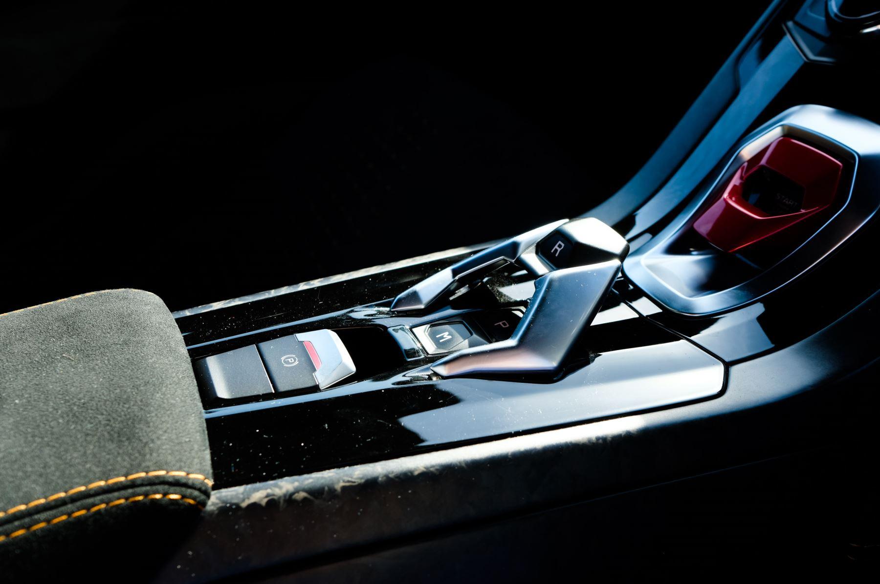 Lamborghini Huracan Performante LP 640-4 2dr LDF - Carbon Ceramic Brakes - Carbon Fiber Features - Comfort Seats image 21