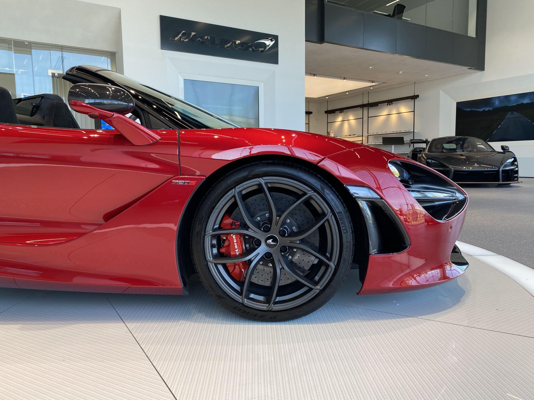 McLaren 720S Spider V8 2dr SSG image 2