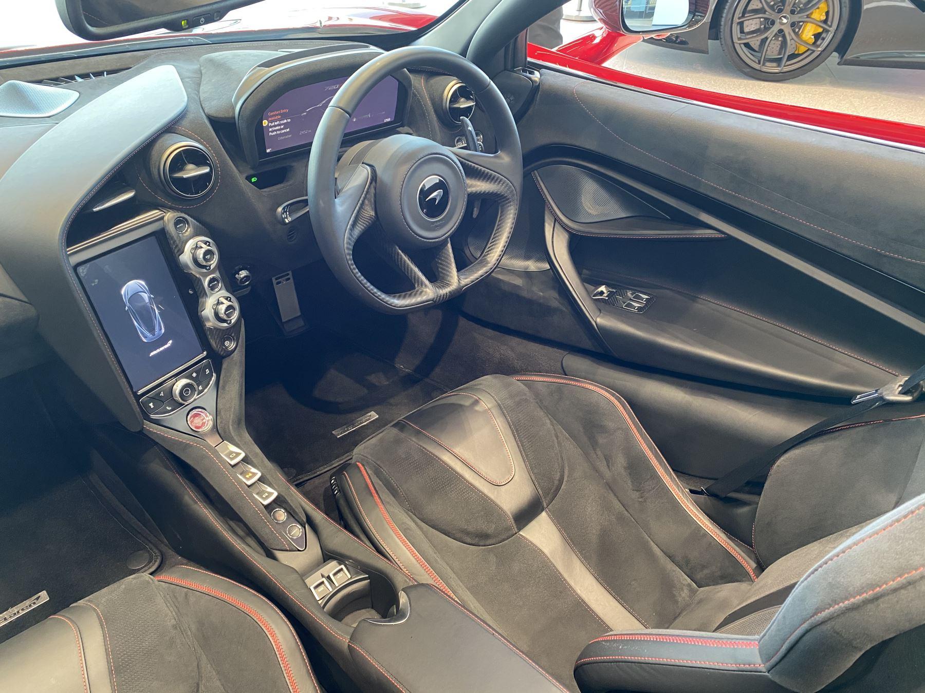 McLaren 720S Spider V8 2dr SSG image 23