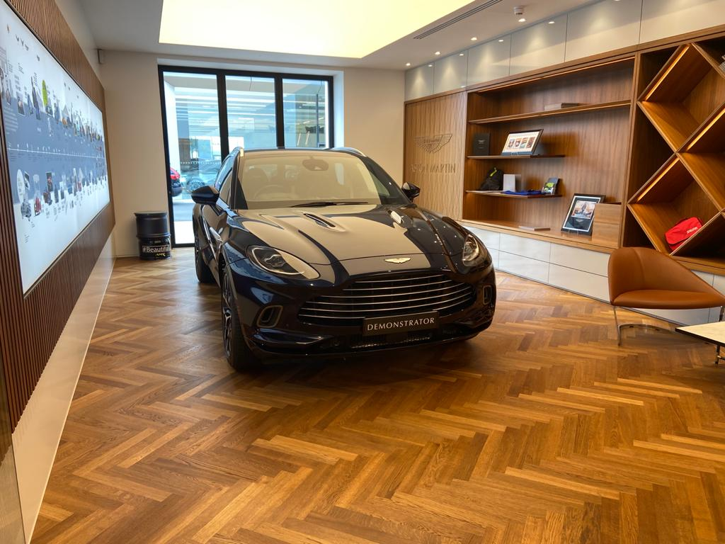 Aston Martin DBX V8 550 Touchtronic image 3