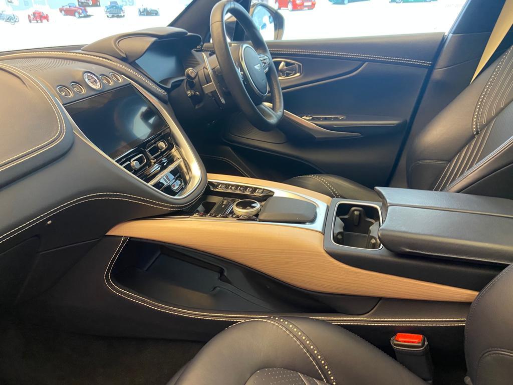 Aston Martin DBX V8 550 Touchtronic image 10
