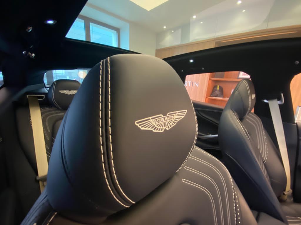 Aston Martin DBX V8 550 Touchtronic image 11