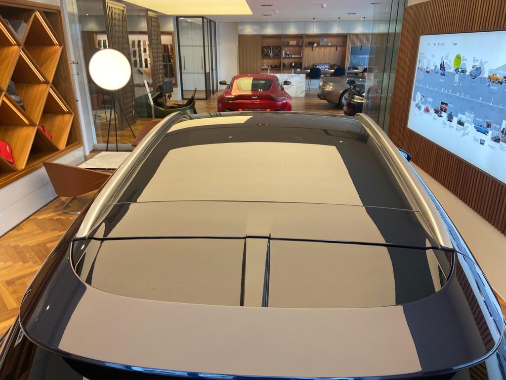 Aston Martin DBX V8 550 Touchtronic image 16