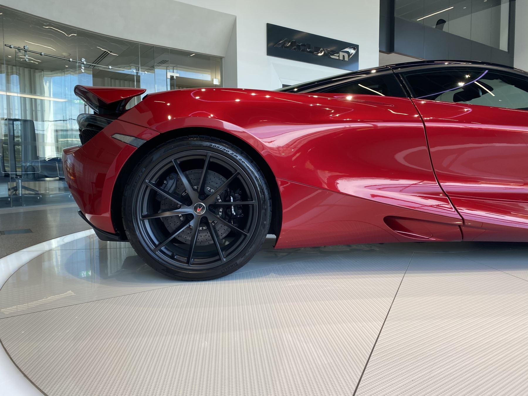 McLaren 720S V8 2dr SSG image 3