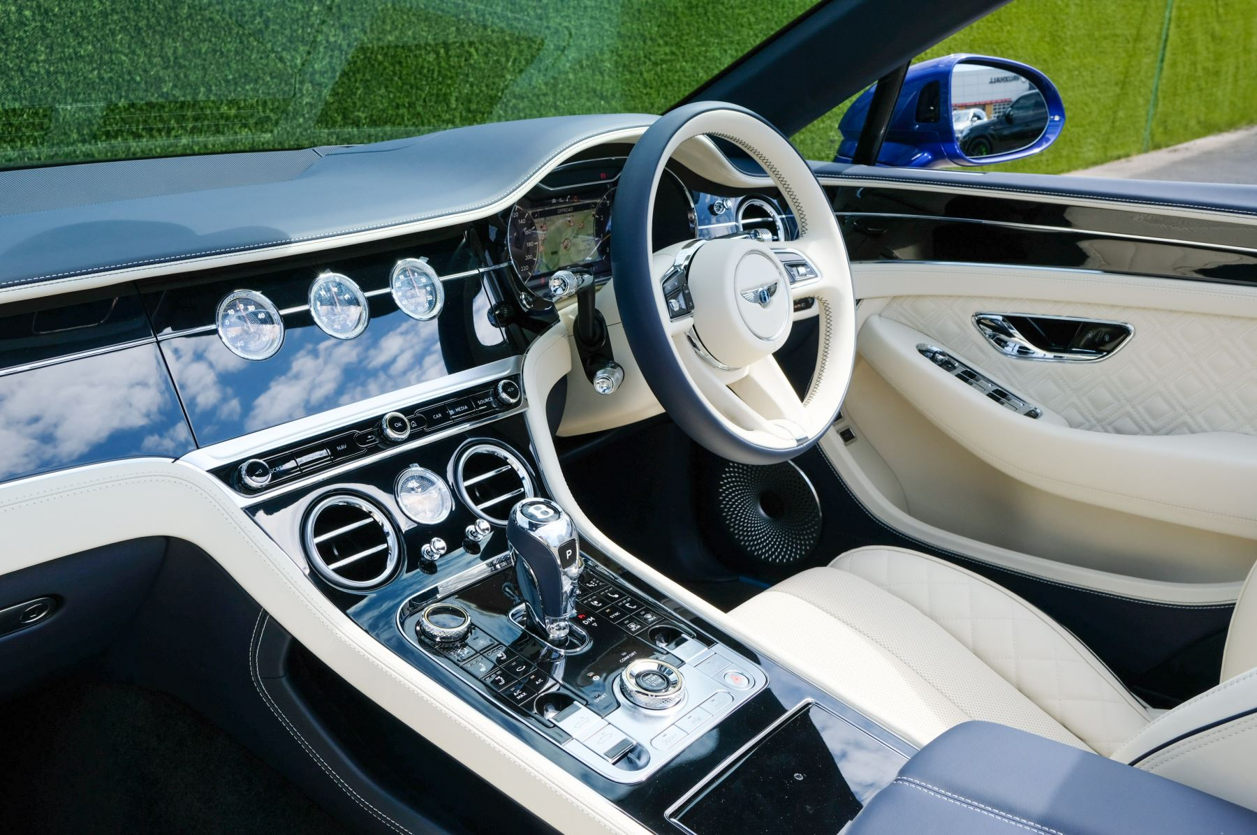 Bentley Continental GTC 4.0 V8 Mulliner Edition 2dr Auto [Tour Spec] image 11