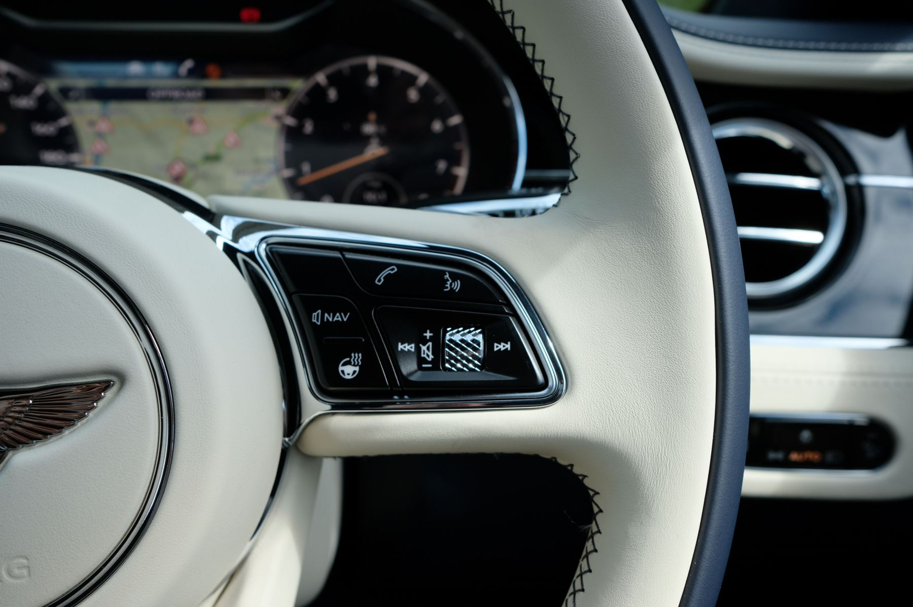Bentley Continental GTC 4.0 V8 Mulliner Edition 2dr Auto [Tour Spec] image 24