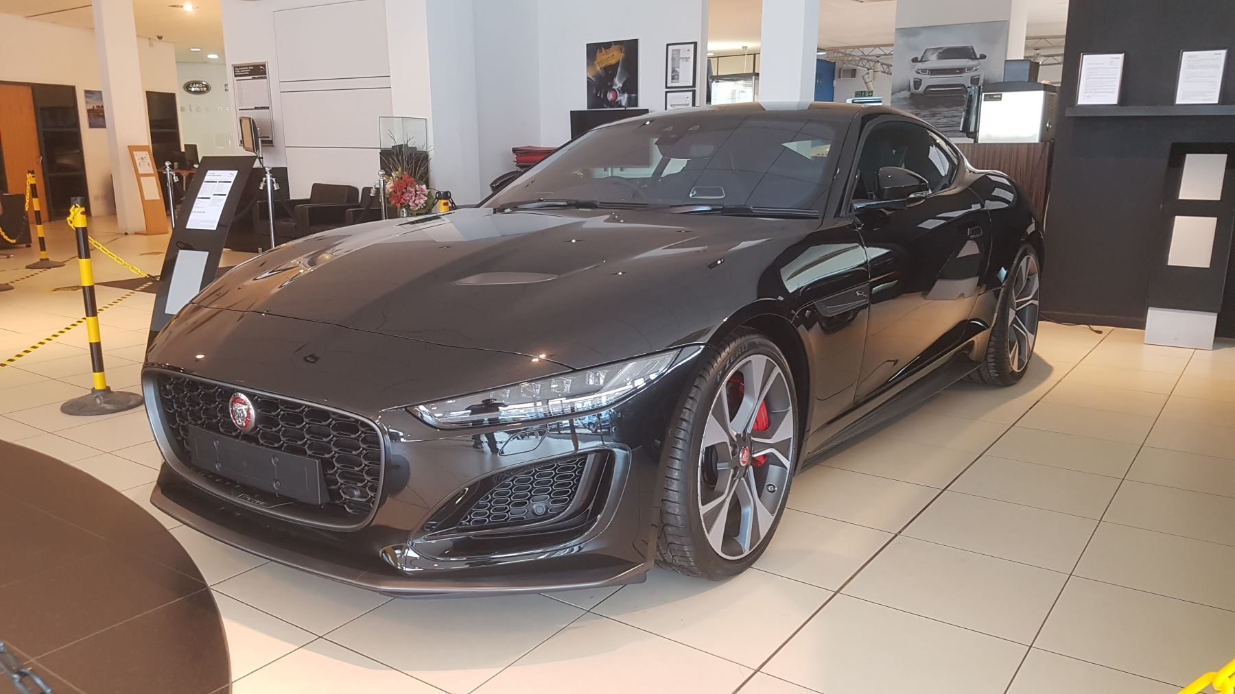 Jaguar F-TYPE 2.0 P300 First Edition SPECIAL EDITIONS image 2
