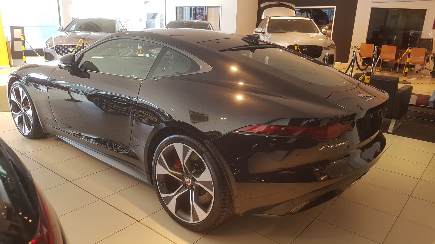 Jaguar F-TYPE 2.0 P300 First Edition SPECIAL EDITIONS image 3