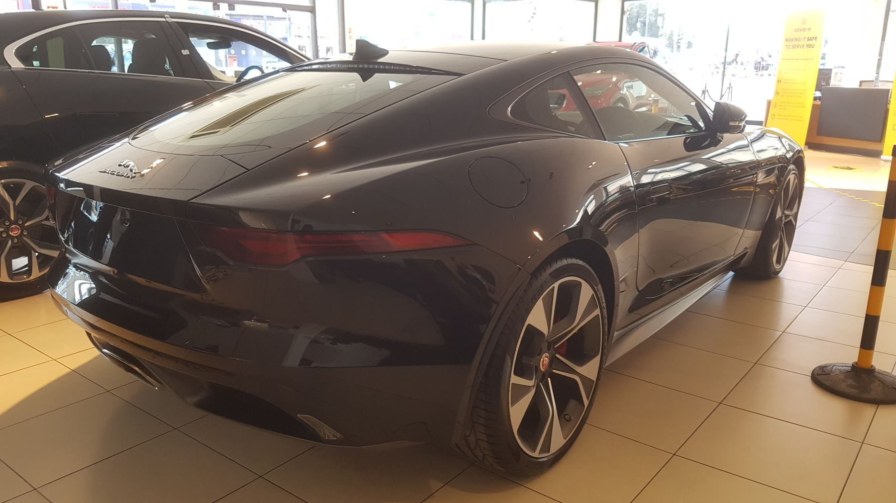 Jaguar F-TYPE 2.0 P300 First Edition SPECIAL EDITIONS image 4