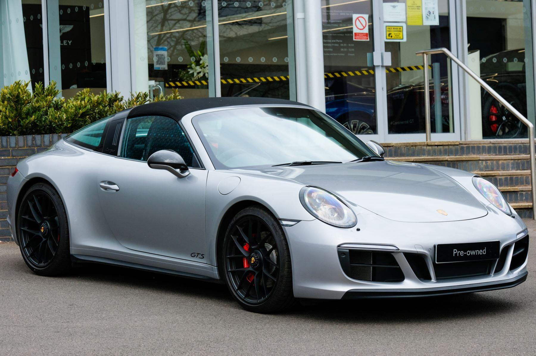 Porsche 911 TARGA 4 GTS - PDK - SPORT DESIGN PACKAGE - GTS INTERIOR PACKAGE image 36