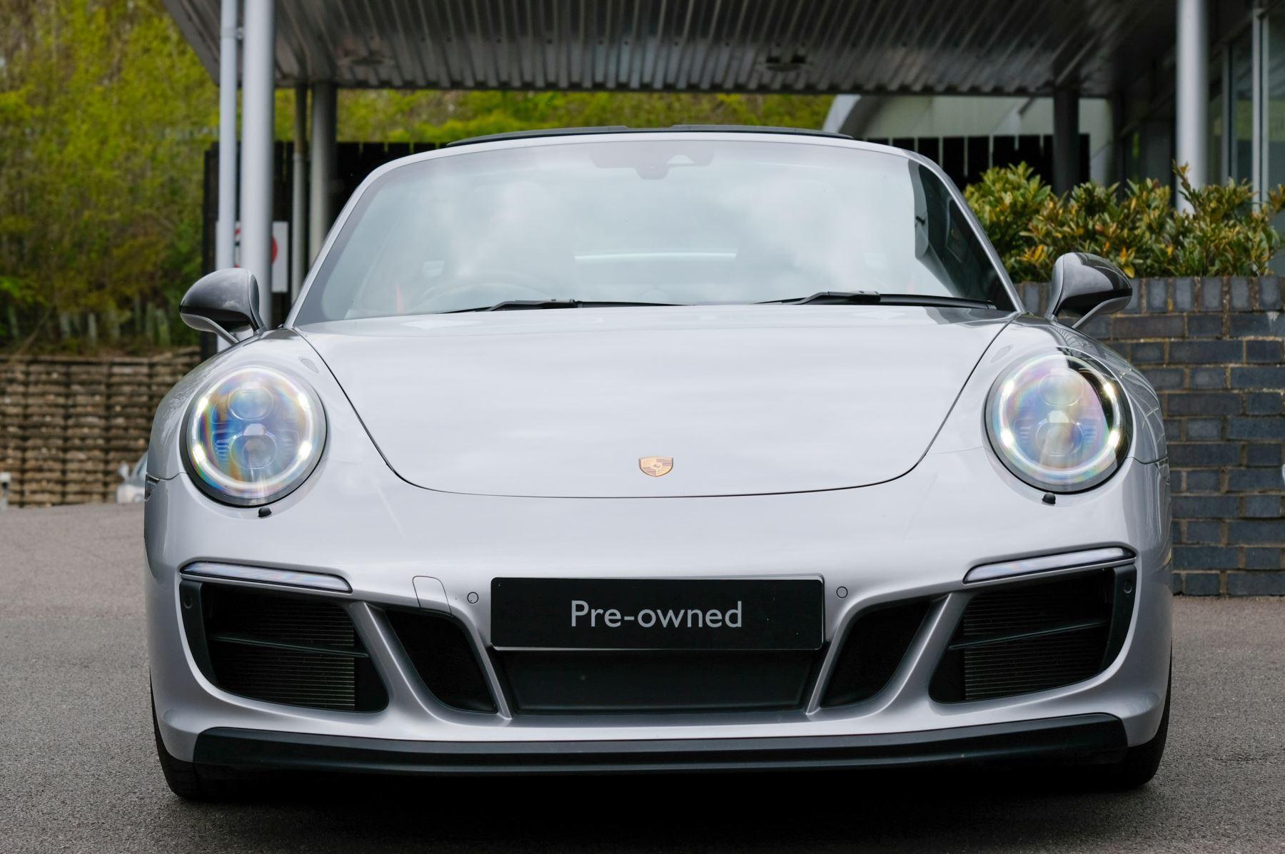 Porsche 911 TARGA 4 GTS - PDK - SPORT DESIGN PACKAGE - GTS INTERIOR PACKAGE image 4
