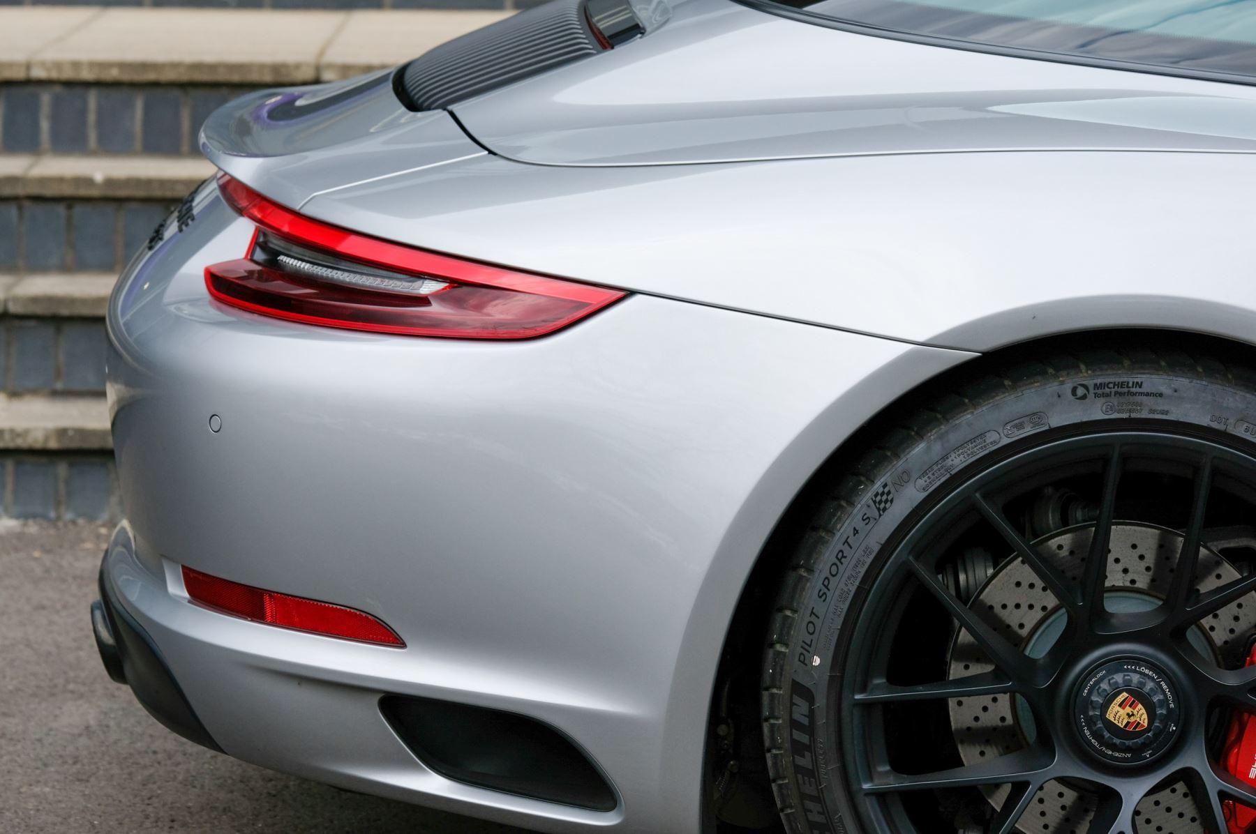 Porsche 911 TARGA 4 GTS - PDK - SPORT DESIGN PACKAGE - GTS INTERIOR PACKAGE image 10