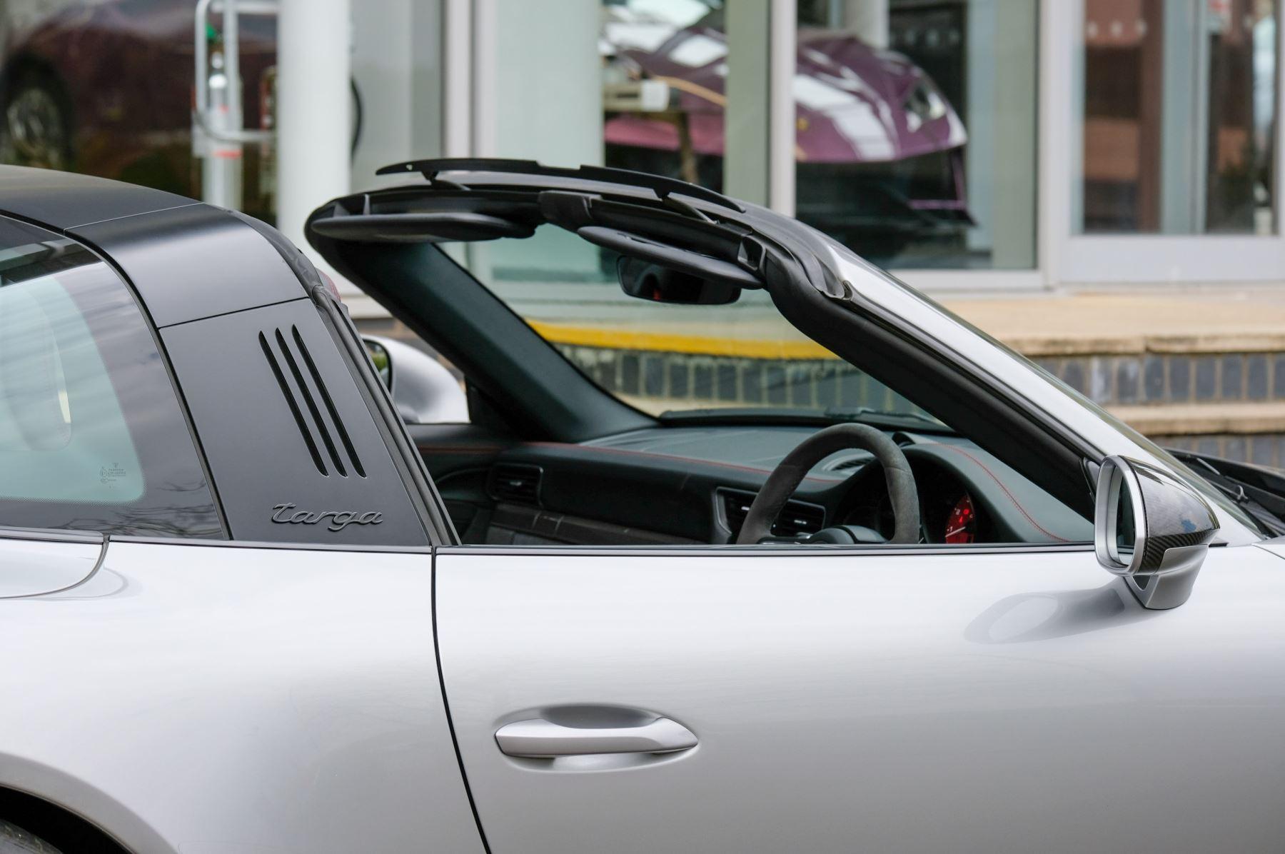 Porsche 911 TARGA 4 GTS - PDK - SPORT DESIGN PACKAGE - GTS INTERIOR PACKAGE image 11
