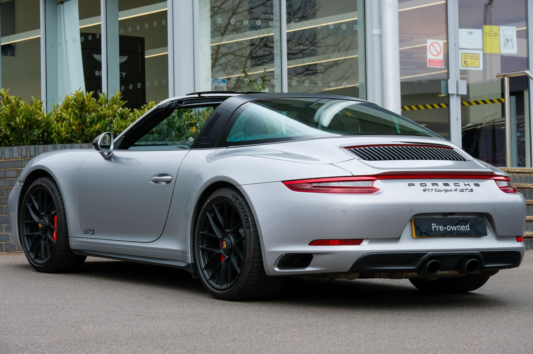 Porsche 911 TARGA 4 GTS - PDK - SPORT DESIGN PACKAGE - GTS INTERIOR PACKAGE image 37