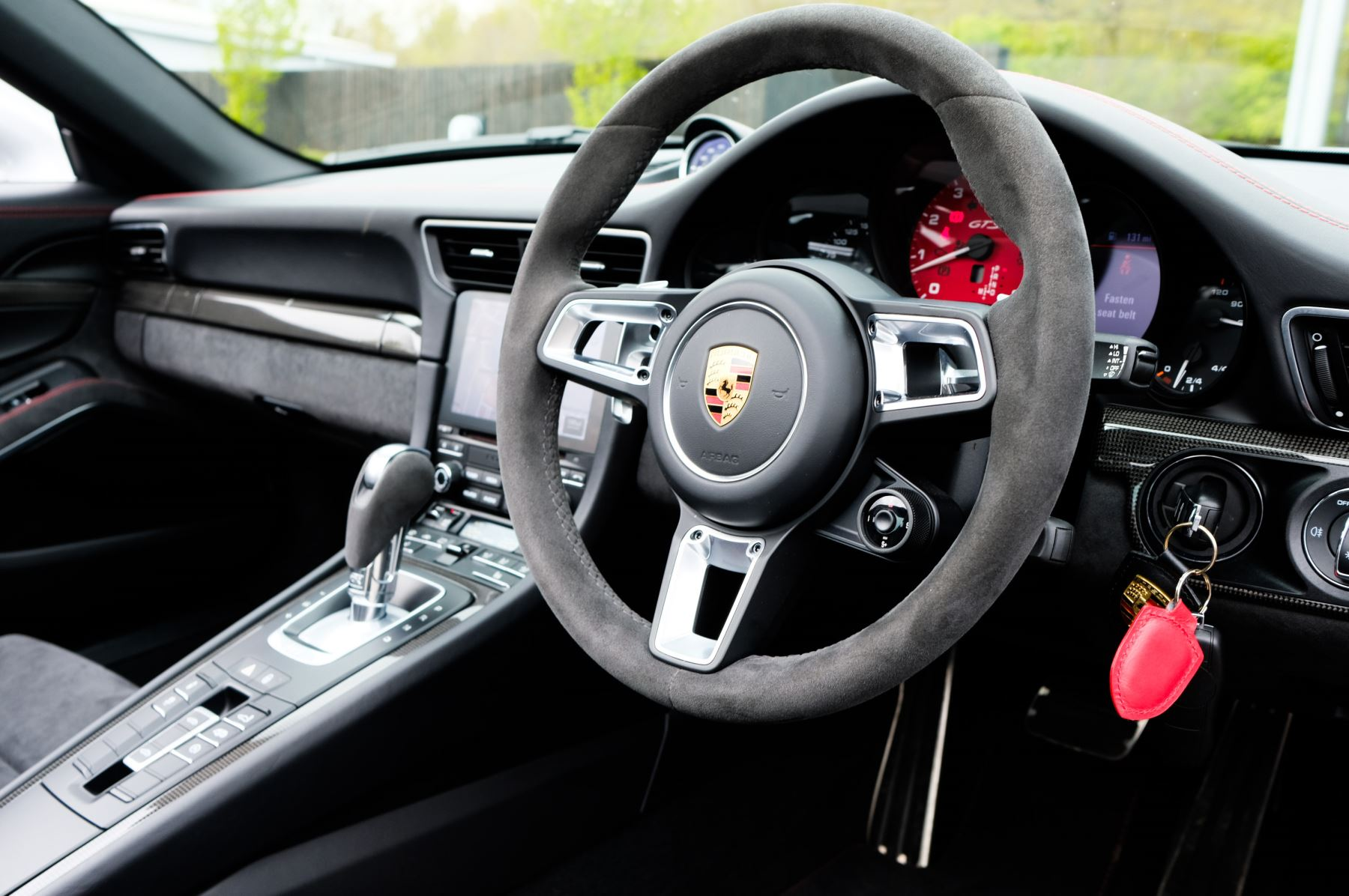 Porsche 911 TARGA 4 GTS - PDK - SPORT DESIGN PACKAGE - GTS INTERIOR PACKAGE image 19